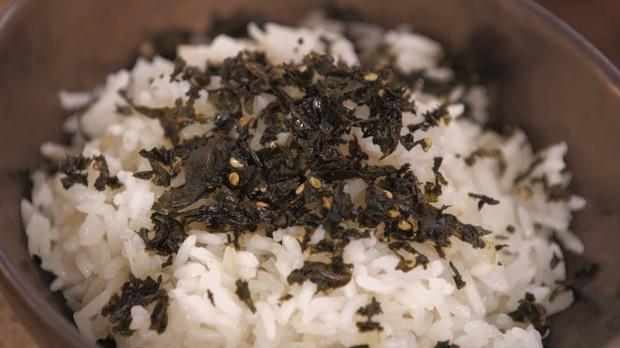 Cozinha Prtica, couve, Rita Lobo, Furikake (tempero oriental de couve com gergelim) (Foto: Divulgao/GNT)