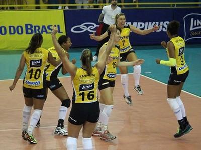 Praia Clube lidera a Superliga Feminina de vôlei com cinco vitórias (Foto: Divulgação/CBV)
