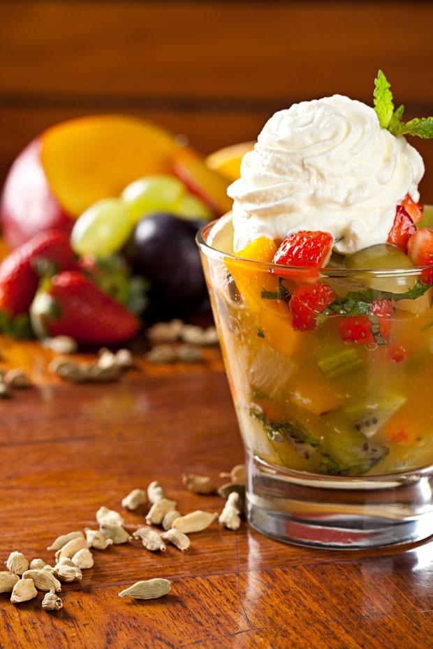Salada de frutas com chantilly de cardamomo (Foto: Rodrigo Azevedo)