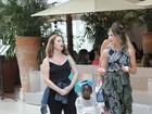 Fofura: Giovana Ewbank passeia com Titi e seu carrinho de compras