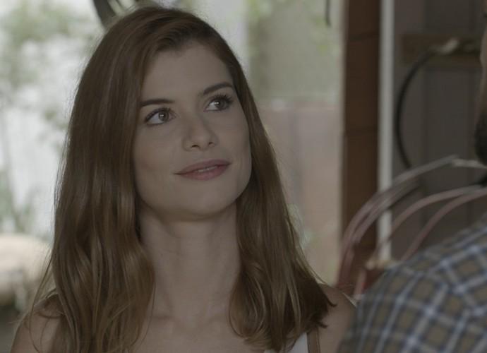 Lívia confessa que está sentindo falta de Felipe (Foto: TV Globo)