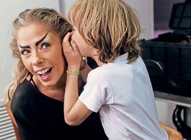 Adriane Galisteu e o filho (Foto: Iwi Onodera)