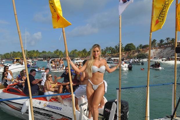 Aryane Steinkopf em Barra de São Miguel, Alagoas (Foto: Divulgação)