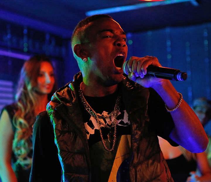 O chapeiro troca a lanchonete pelo palco e manda a ver no funk (Foto: Fábio Rocha/Gshow)