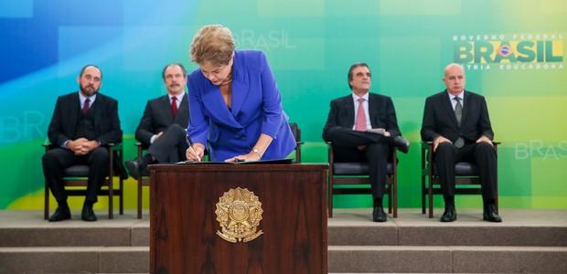 Presidente Dilma Rousseff durante cerimônia de lançamento do Pacote Anticorrupção  (Foto: Roberto Stuckert Filho/PR)