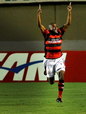 Eron atlético-go gol palmeiras (Foto: Randes Nunes / Agência Estado)