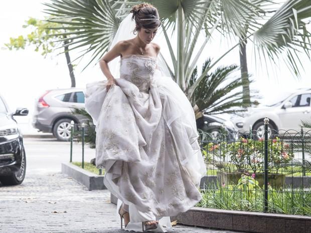 O tecido leve ajuda na movimentação de Maria Clara (Foto: Raphael Dias/Gshow)