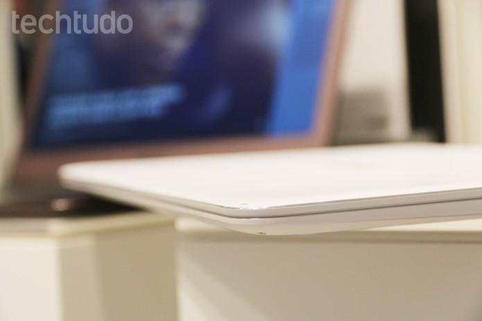 Asus ZenBook UX305 é o mais fino do mundo com tela 3K (Foto: Fabrício Vitorino/TechTudo)