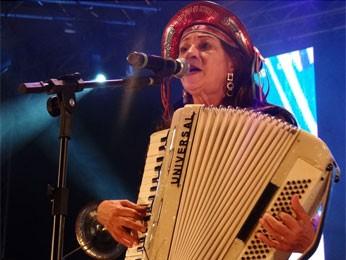 Terezinha do Acordeon conta que foi a primeira mulher a animar festas tocando sanfona (Foto: Luna Markman/G1)