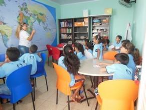 Além das atividades culturais, há também aulas de reforço escolar (Foto: Divulgação / Associação Sociocultural São Luis Orionedo Itapoã (Asloi))