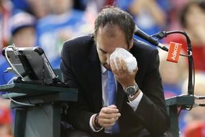 Copa Davis - Canadá x Grã-Bretanha - Denis Shapovalov acerta árbitro Arnaud Gabas tênis (Foto: Reuters)