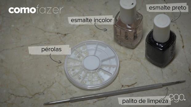 Nail art com pérolas falsas nas unhas garante visual estiloso: basta apenas esmaltes preto e incolocar, além de acessórios para enfeitar (Foto: EGO)