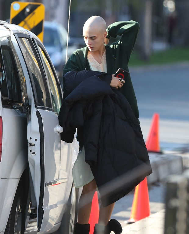 Cara Delevingne careca (Foto: The Grosby Group)