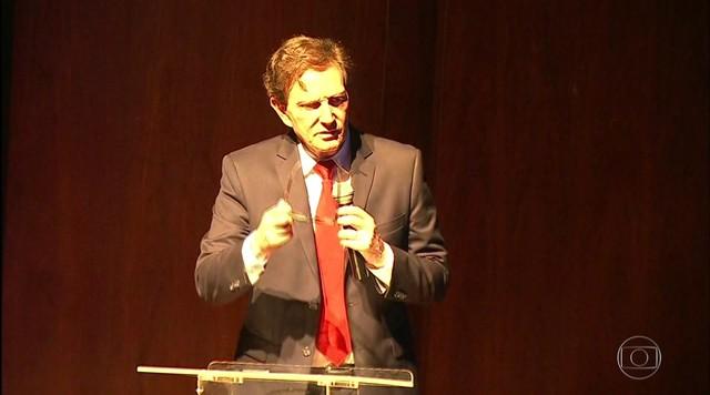 Marcelo Crivella recebe pastores na sede da Prefeitura do Rio e promete facilidades