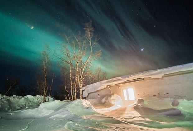 """""""As luzes são o fenômeno mais bonito e misterioso da Terra, e que só ocorrem em regiões extremas do globo, onde poucos habitam ou podem chegar por causa dos custos"""", diz o """"caçador"""" de auroras boreais (Foto: Divulgação / Geotrip)"""