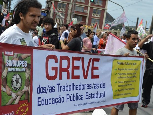 Professores da rede pública do ES estão em greve e fazem protesto no Centro de Vitória (Foto: Viviane Machado/ G1 ES)