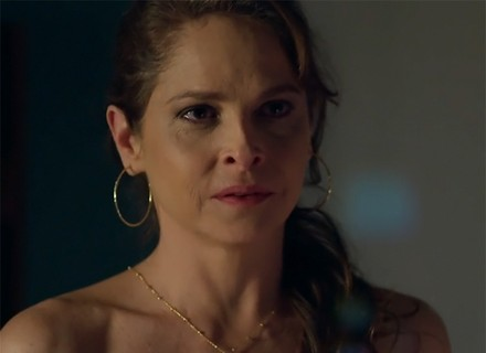 Carolina 'pede bênção' de Angel para affair com Alex; veja prévia!