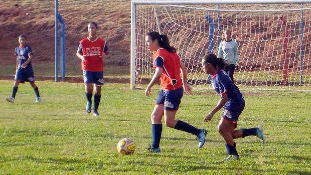Time feminino de São José do Rio Preto, que joga futebol e futsal (Foto: Marcos Lavezo/Globoesporte.com)