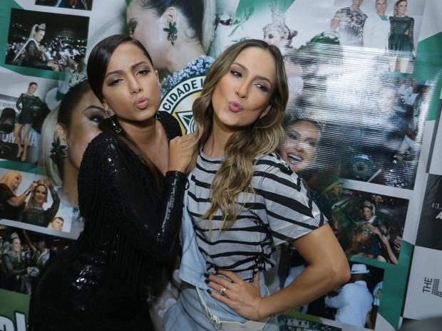 Anitta e Claudia Leitte em ensaio da Mocidade na Zona Sul do Rio (Foto: Marcello Sá Barretto e Alex Palarea/ Ag. News)