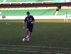 Fumagalli arrisca primeiros chutes desde sua lesão, em abril (Foto: Murilo Borges / Globoesporte.com)