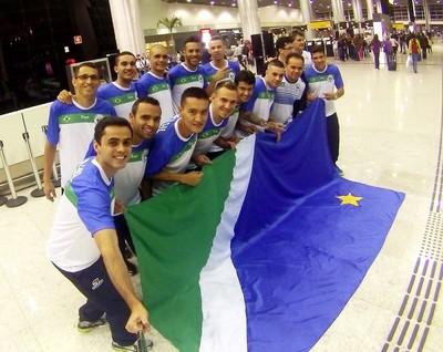 Seleção de futsal de Mato Grosso do Sul no embarque rumo ao Japão (Foto: Mauro Ferrari/FFSMS)