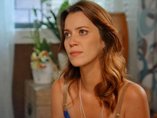 Laura fica surpresa com ódio do avô (Foto: TV Globo)