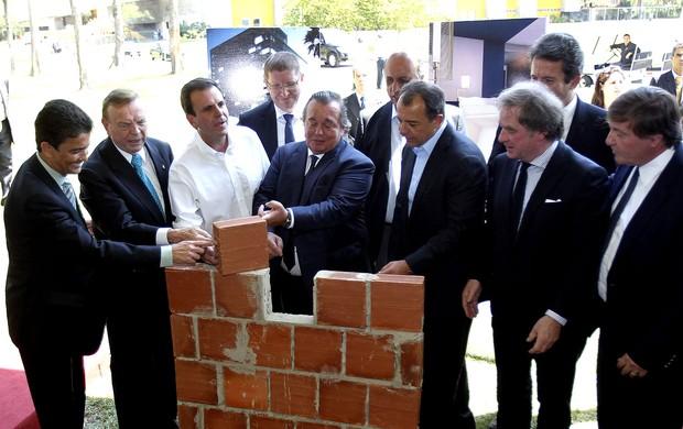 Lançamento da pedra fundamental do Centro Internacional de Transmissão da copa do mundo 2014 (Foto: Agência EFE)