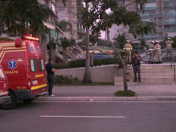 Prédio desabou deixando três feridos em Vitória (Foto: Reprodução/ TV Gazeta)