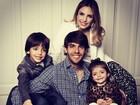 Kaká posta foto com a mulher, Carol Celico, e os filhos