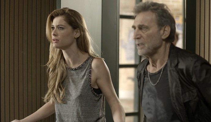Diana e Gordo ficam desesperados ao saber do roubo (Foto: TV Globo)