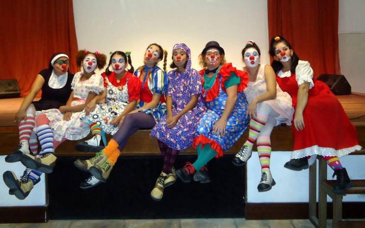 Palhaços Trovadores apresentam espetáculo para as crianças. (Foto: Divulgação)