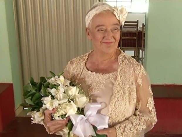 Idosa realizou o sonho de se casar com ajuda de projeto da Polícia Civil, em Anápolis, Goiás (Foto: Reprodução/TV Anhanguera)