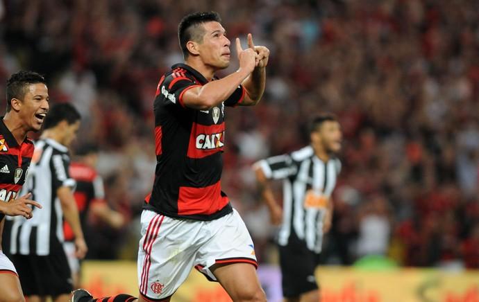 Caceres gol Flamengo x Atletico-MG (Foto: André Durão / Globoesporte.com)