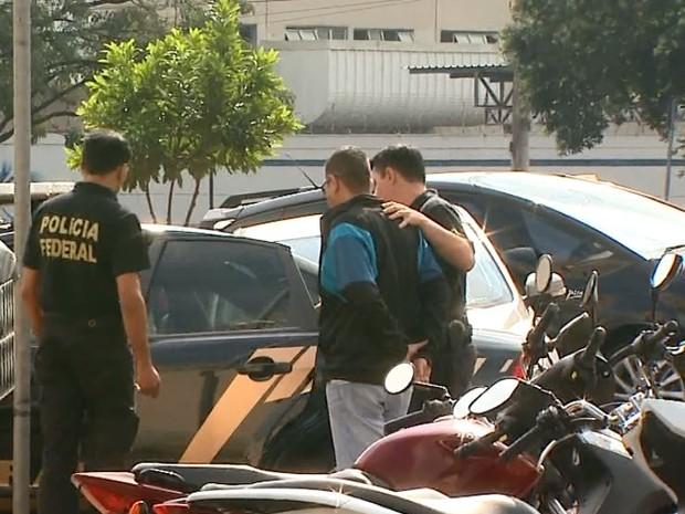Um dos suspeitos presos pela Polícia Federal em Ribeirão Preto, SP (Foto: Reprodução/EPTV)