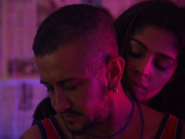 Léo Moreira divide o palco com a atriz Beatriz Aquino para contar sua história (Foto: Divulgação)