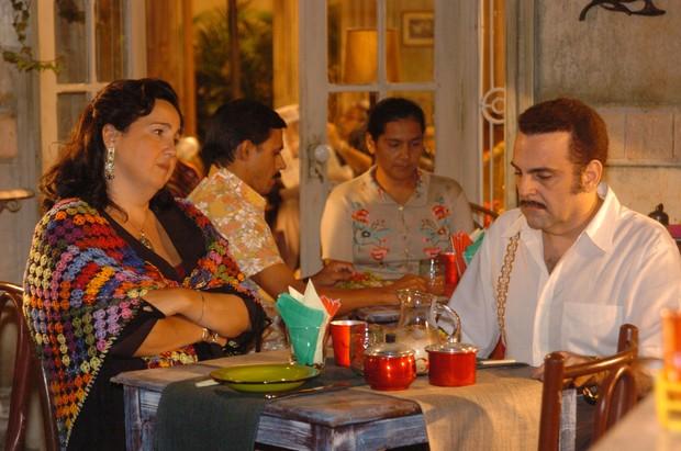 Claudia Jimenez e Guilherme Karam em América (Foto: TV Globo / João Miguel Júnior)