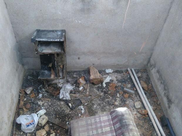 Corpo da mulher foi encontrado dentro de cisterna de aterro sanitário (Foto: Sandra Paula/TV Paraíba)