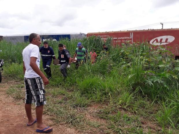 Mulher foi socorrida com ferimentos nos pés e cabeça (Foto: Divulgação/Votuporanga Tudo)