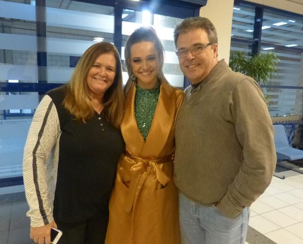 Pais da atriz conferem de perto sua preparação para o 'Dança' (Foto: TV Globo/ Domingão do Faustão)