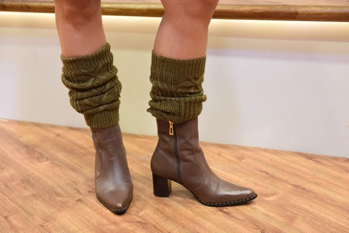 Daiane Fardin look Estúdio C Botas com tachas são destaque para calçados na temporada (Foto: Mana Gollo/ RPC )
