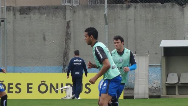 Souza Kleber Grêmio (Foto: Tomás Hammes / GLOBOESPORTE.COM)
