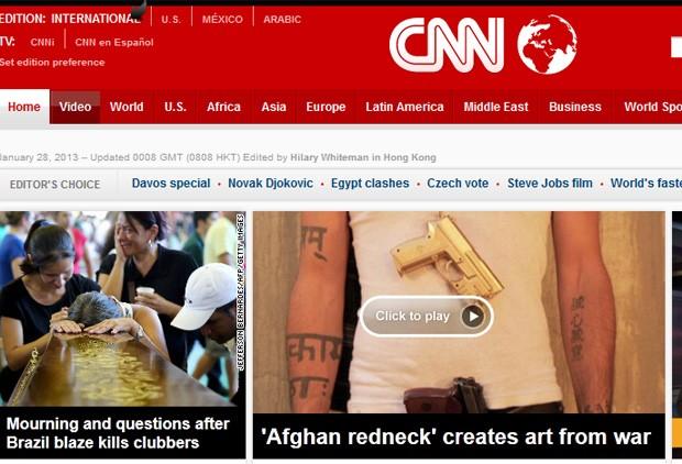 Imagem de parentes próximos de caixões foi manchete do site  (Foto: Reprodução)