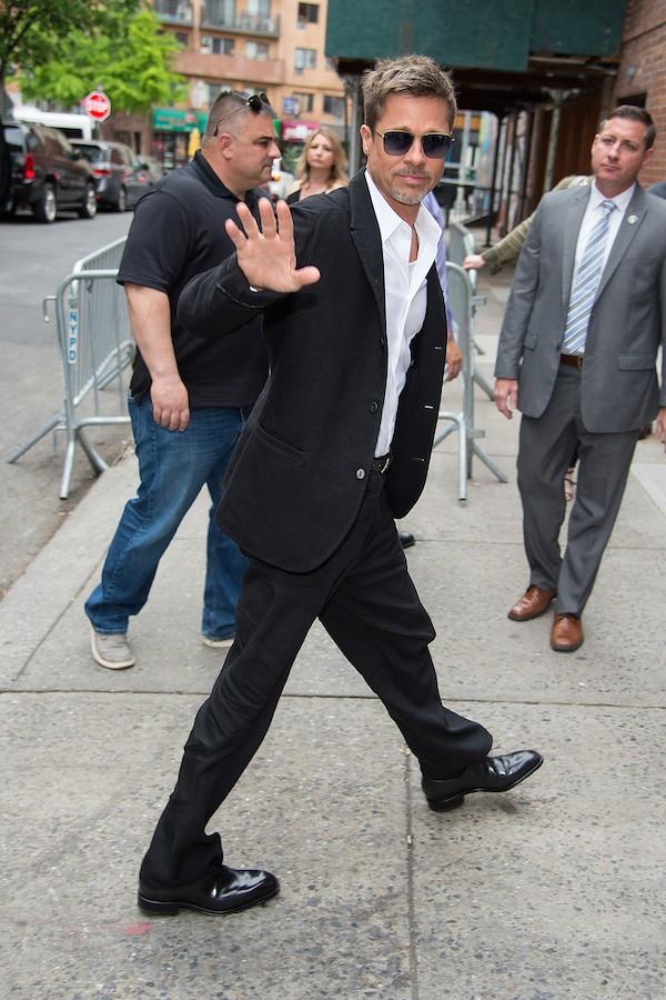 O ator Brad Pitt durante passeio em Nova York (Foto: Getty Images)