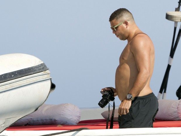 Ronaldo Fenômeno em Ibiza (Foto: Grosby Group/ Agência)