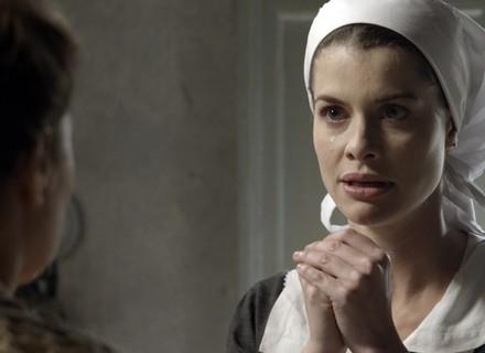 Lívia se emociona ao saber que Emília encontrou Bernardo