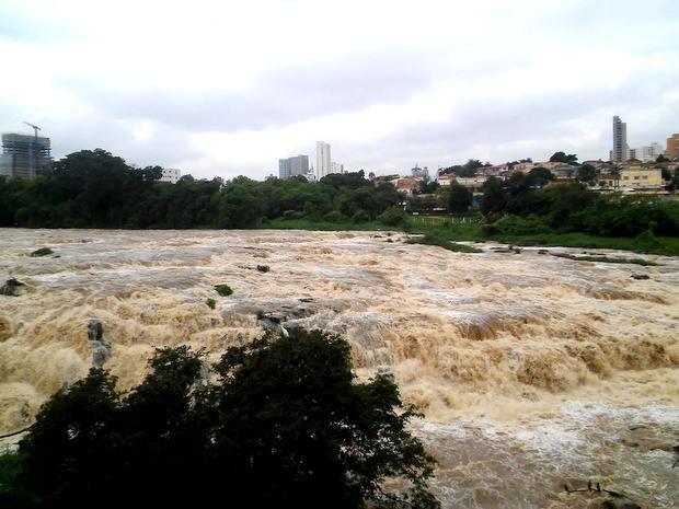 Salto do Rio Piracicaba em 5 de novembro de 2015 (Foto: Wesley Justino/EPTV)