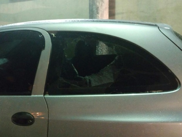 Criança estava no banco traseiro do carro da famíla (Foto: Divulgação/Mix Vale)