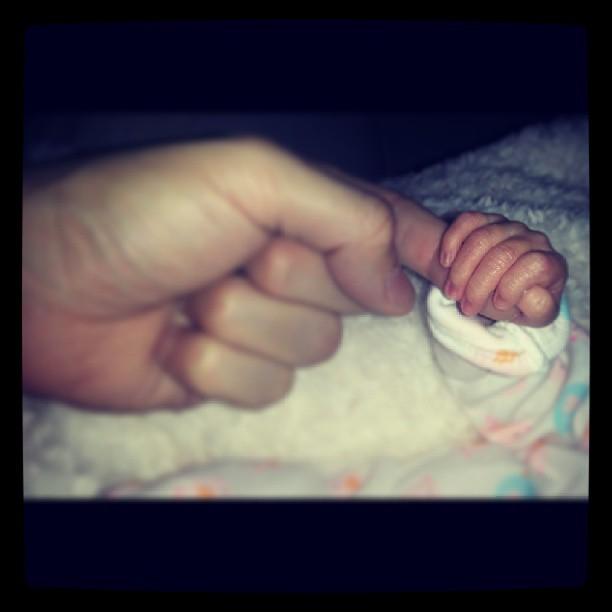 Kiko posta foto de mãozinha de bebê e se declara (Foto: Reprodução/Instagram)