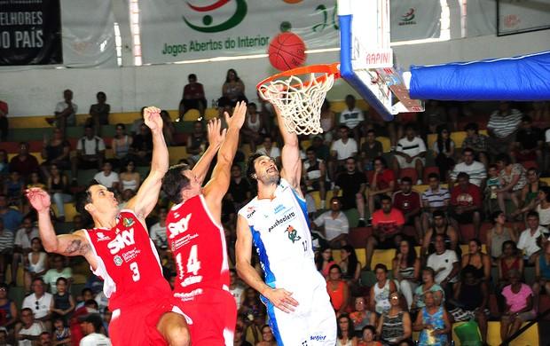 partida de basquete entre Bauru e Basquete Cearense NBB (Foto: Sérgio Domingues/HDR Photo)