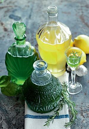 Licor de manjericão e limoncello (Foto: Iara Venanzi/Casa e Comida)